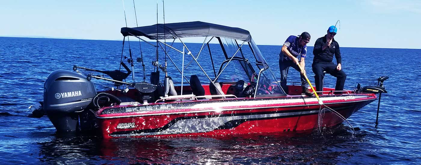 Forfait de pêche au saguenay lac saint jean pour le doré jaune et la ouananiche avec le guide de pêche charles dufour , forfait de pêche sur mesure sur le lac saint jean , guide de pêche en bateau et sur la glace avec matériel haut de gamme , bateau de pêche de luxe skeeter wx2060 avec moteur yamaha 250 hp